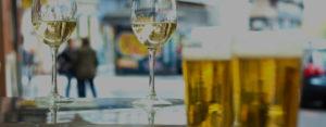 biere et vin réunis sur un afterwork convivial
