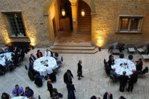Diner d'affaires prestige avec vins de qualité à Lyon