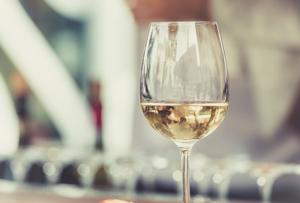 Dégustation de vin blanc
