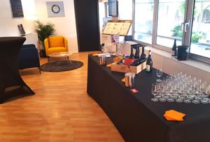 Buffet bar dégustation vin par un spécialiste en vin