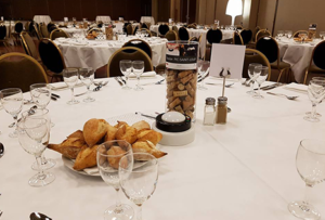 Quelle animation prévoir en parallèle d'un repas assis, à table ?