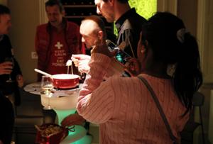 Soirée festive fondue savoyarde pour vos événements entreprise