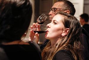 Public amateur de vin lors d'une animation événementielle à Lyon