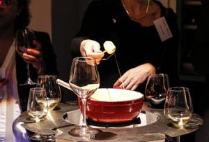 Idée d'animation originale en hiver : la soirée fondue avec dégustation de vin