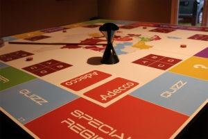 Communication événementielle originale : un plateau de jeu oenologique personnalisée à votre entreprise