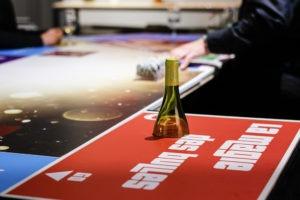 Table de jeu prestige autour du champagne et des vins effervescents