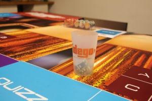 Table de jeu esprit poker pour découvrir la bière
