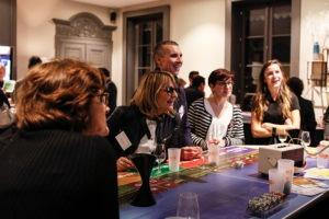 Participants curieux de découvrir l'univers du vin