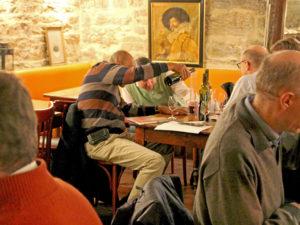 Pourquoi intégrer une activité teambuilding autour du vin lors d'un séminaire à Lyon ?