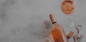 bouteille de rosé avec tire bouchon et verre