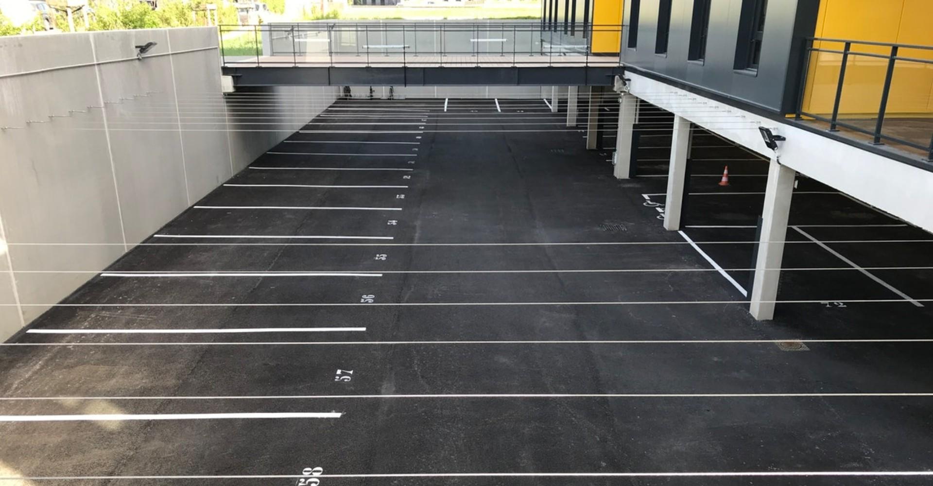 le parking neuf de la société